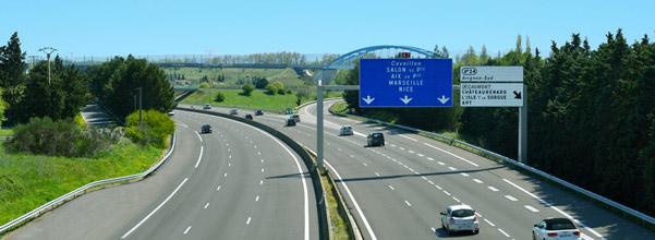 autoroute et panneaux