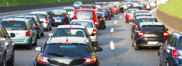 voitures bloquées dans le trafic